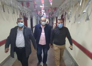 وكيل الصحة بدمياط يتابع مع مستشفيات العزل «توافر الأكسجين»