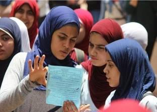 """تأخر دخول طالبات """"أحمد زويل الإعدادية"""" بسبب التنظيم"""