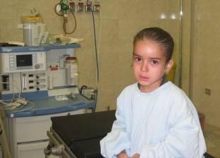 فريق طبي ينجح في استئصال ورم مزدوج بالغدد الليمفاوية لطفلة يمنية