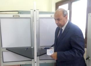 رئيس جامعة المنيا يدلي بصوته في الاستفتاء على تعديل الدستور