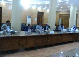 القائم بأعمال رئيس جامعة بنها يعقد اجتماعا لبحث استعدادات الدراسة