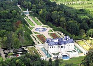 محمد بن سلمان يعيد قصر «لويس الرابع عشر» للأضواء