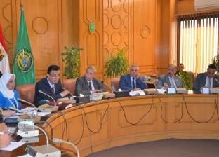 بالصور| محافظ الإسماعيلية يستعرض الخطة التنفيذية للإعلان عن خلو الإقليم من الأمية خلال 2017