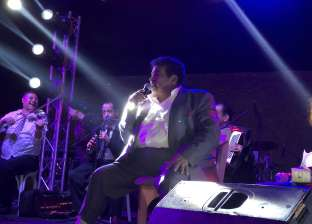 """بالفيديو  أحمد عدوية يغني لـ""""بنت السلطان"""" في """"الحارة"""""""