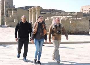 إقبال كثيف من السائحين بمختلف الجنسيات على معبد دندرة في قنا