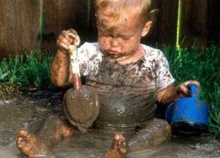 """استشاري أطفال: """"في المستقبل هيبقى في تطعيم للسعادة"""".. والعبوا في الطين """"تفرحوا"""""""