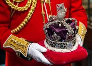 """هكذا أخفى البريطانيون """"مجوهرات التاج الملكي"""" من الألمان النازيين"""