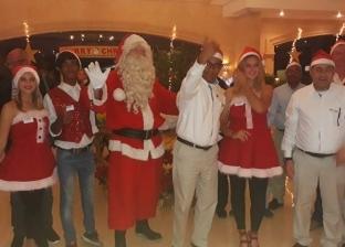 """بالصور  """"بابا نويل"""" يصل مرسى علم للاحتفال بـ""""الكريسماس"""""""