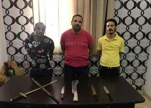 ضبط 3 بلطجية لتعديهم بالأسلحة البيضاء والسيوف على ربة منزل في المحلة