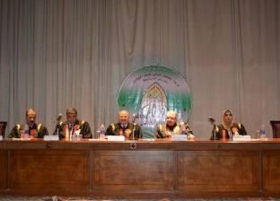 جامعة الزقازيق تكرم مستشار الحكومة المصرية بالجامعة الأمريكية