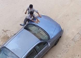 اتهام مدرس بإجبار طلاب على غسيل سيارته بالسويس.. والتعليم: فتحنا تحقيق