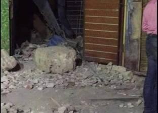 مصرع شخص وإصابة اثنين إثر انهيار أجزاء من واجهة عقار بالإسكندرية