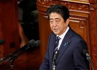 رئيس الوزراء الياباني يقدم هبة إلى معبد مثير للجدل في بلاده