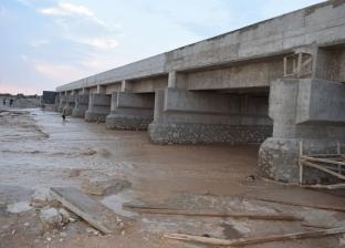 بالصور| سيول خفيفة تضرب مدينة نويبع وإغلاق الطريق الدولي