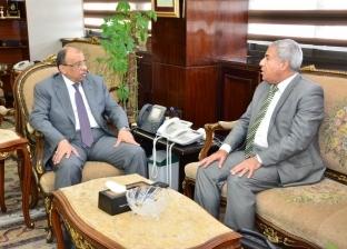 وزير التنمية المحلية يبحث موقف تنفيذ المشروعات الخدمية مع محافظ أسوان