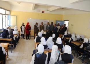 محافظ قنا يتفقد عددا من المدارس في بداية العام الدراسي الجديد