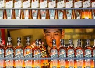 ضبط صاحب محل خمور بحيازته 400 زجاجة مجهولة المصدر بحلوان