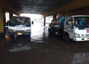 """«مياه القليوبية"""" تدفع بمعدات وسيارات شفط لسحب مياه الأمطار من الشوارع"""