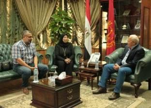 محافظ بورسعيد يستقبل أسرة الشهيد نقيب عمرو السقا