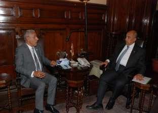 وزير الزراعة يبحث مع أمين جائزة خليفة سبل التعاون للنهوض بصناعة التمور