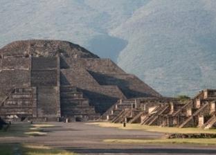 """ظهور """"عالم سفلي"""" أسفل هرم """"القمر"""" بالمكسيك"""