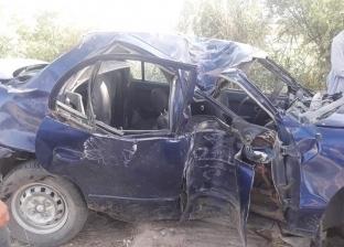 إصابة 5 أشخاص في تصادم سيارتين بسوهاج