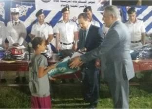 مساعد وزير الداخلية لمنطقة سيناء يوزع 150 حقيبة مدرسية على الطلاب