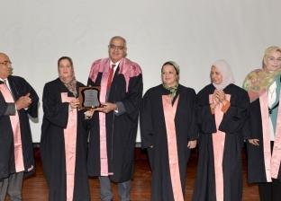 صور.. صيدلة المنصورة تكرم 110 طالبا وطالبة باحتفال تخريج الدفعة 45