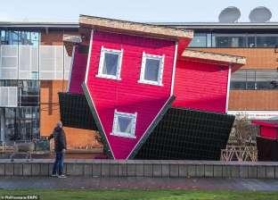 بالصور| افتتاح أول منزل مقلوب في بريطانيا أمام الجمهور