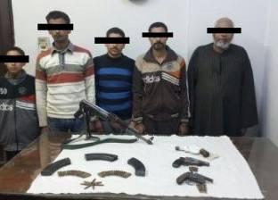 القبض على 5 أشخاص بتهمة قتل 4 وإصابة 2 في خلافات ثأرية بأسيوط