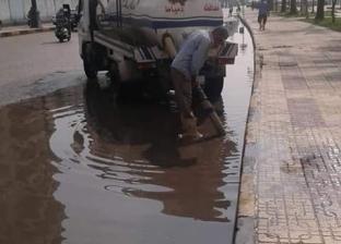 بالصور  رفع مياه الأمطار في دمياط والزرقا