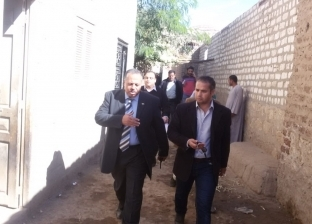 نائب محافظ أسيوط والسكرتير المساعد يتفقدان القافلة الطبية بعزبة سعيد