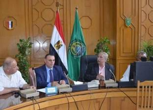 محافظ الإسماعيلية يتابع انتظام حركة مواقف السيارات ومحطات الوقود