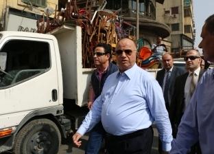 """محافظ القاهرة يحذر من """"الكارو"""" ويعاقب عاملا في جولة ميدانية"""