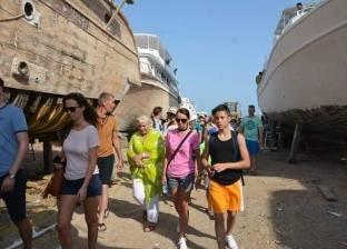 فوج سياحي يزور منطقة صناعة السفن بالغردقة