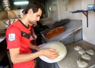 سر صنعة الخبز العراقى.. الرمى بـ«الطبقية» واللقط بـ«الماشة»