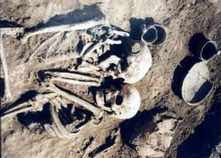 بالصور| اكتشاف مقبرة لزوجين في وضع احتضان تحمل سرا غامضا