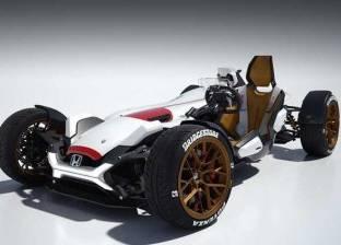 """""""هوندا 2&4"""".. تصميم جديد يجمع بين دراجة نارية حديثة وسيارة سباق قديمة"""