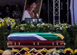 """جنوب أفريقيا تودع """"أم الأمة"""" في جنازة حاشدة"""