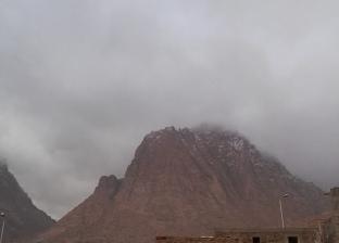 بالصور| طوارئ بجنوب سيناء.. والثلوج تتساقط على سانت كاترين