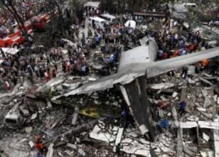 سوء الطقس يمنع رجال الإنقاذ من الوصول لموقع تحطم طائرة بإندونيسيا