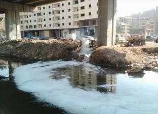 """سكان ترعة المريوطية يعانون.. ومواطنة: """"بيرموا مياه الصرف فيها"""""""