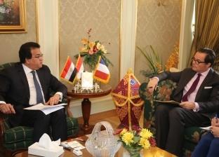 عبدالغفار يبحث مع السفير الفرنسي تطوير الجامعة الأأهلية الفرنسية بمصر