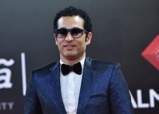 بالفيديو| تدافع محبي عمرو سعد لالتقاط الصور معه: «عيد الحب بالنسبة لي»