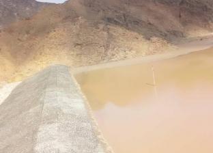 بالصور  تخزين 500 متر مكعب من مياه سيول وادي فيران