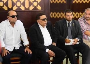 بالفيديو| عادل إمام ومحمود ياسين والفخراني في جنازة نور الشريف