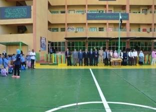 نائب محافظ الإسماعيلية يشارك الطلاب طابور الصباح