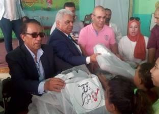 450 حقيبة مدرسية هدية جمعية من أجل مصر لأيتام مدارس السويس