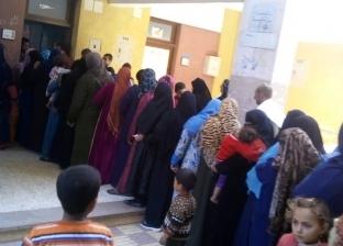 زحام أمام لجان مزغونة وأبو صير للتصويت فى الاستفتاء