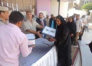 """مديريات الأمن تواصل توزيع """"كرتونة رمضان"""" على المواطنين"""